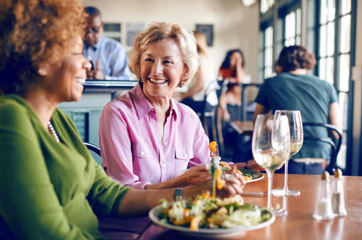 Frau Restaurant Hörverlust
